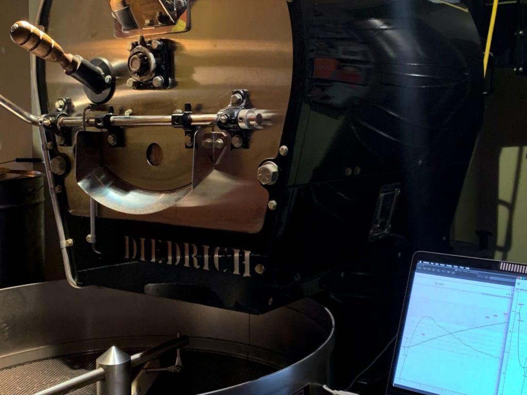 In unserem 12kg Trommelröster von Diedrich rösten wir unseren Kaffee